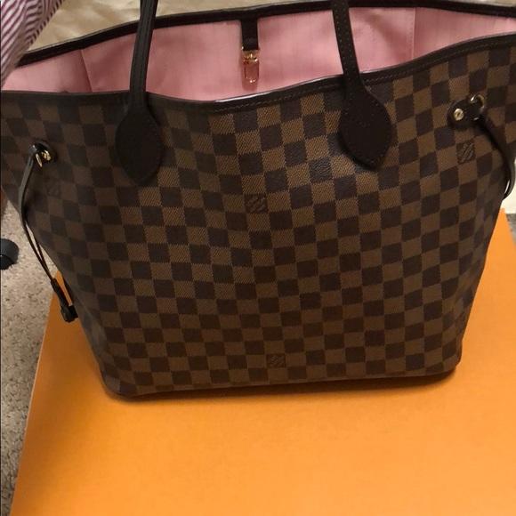 Louis Vuitton Handbags - Louis Vuitton neverfull mm rose ballerine interior a172a6398e